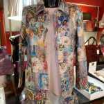 Amig@s H4 ya tenemos avance de Primavera que viene cargada de colores de lo más apetecibles y prendas que vamos a querer llevar ya mismo, como este abrigo ideal y fácil de combinar con todo. Y si vienes a por el tuyo?  Feliz día ?